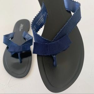 LELA ROSE BLUE RIBBON FLIP FLOP LEATHER SANDAL 6.5